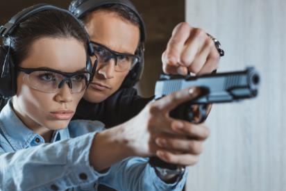 курсове за безопасно боравене с огнестрелно оръжие